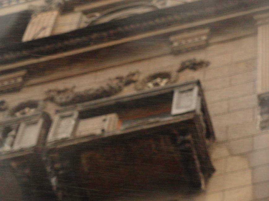 В Мариуполе части балкона обрушились с башни со шпилем на тротуар  (ФОТО), фото-6