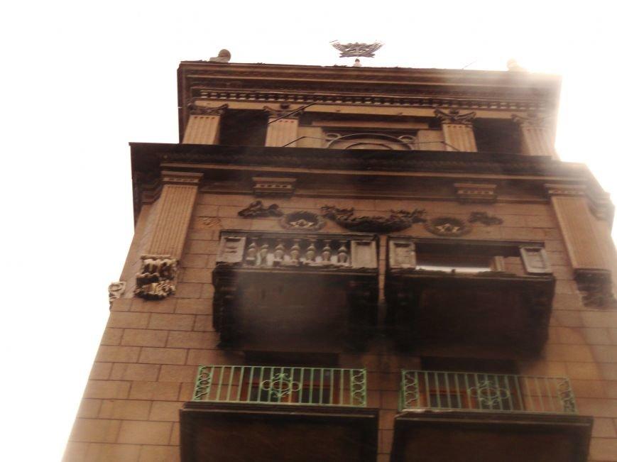 В Мариуполе части балкона обрушились с башни со шпилем на тротуар  (ФОТО), фото-7
