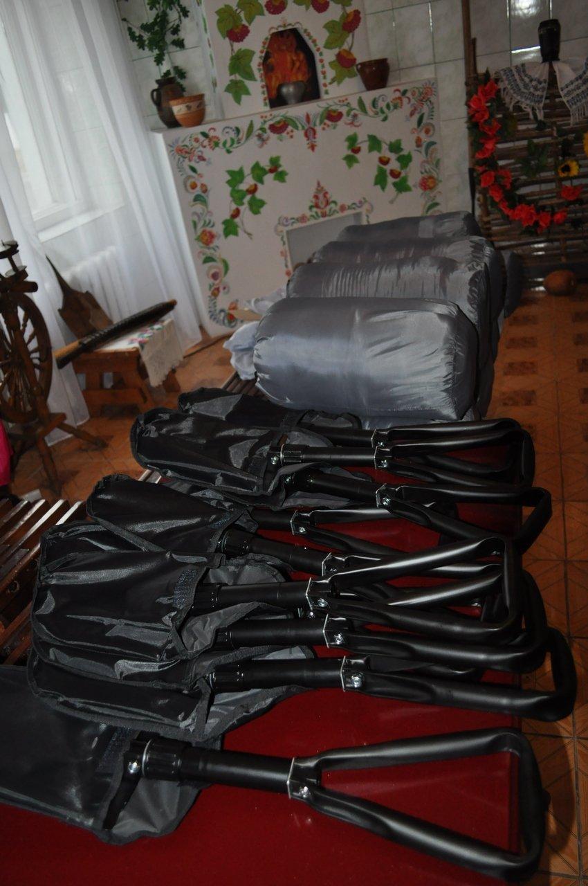 Заключённые 65-ой колонии купили бойцам батальона «Полтавщина» сапёрные лопатки и спальные мешки (ФОТО), фото-2