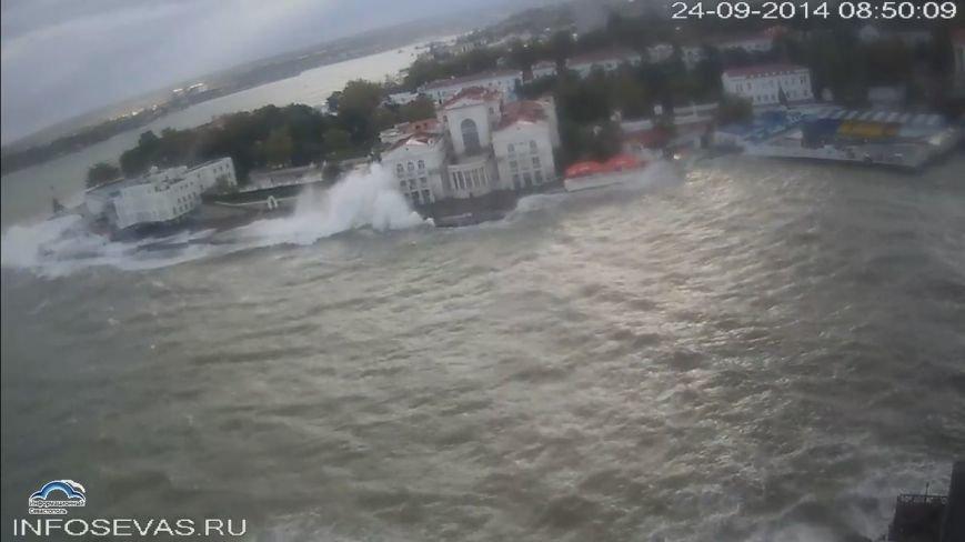 Непогода разошлась не на шутку: В Крыму ветром сорваны крыши, городские улицы тонут (ФОТО, ВИДЕО), фото-12