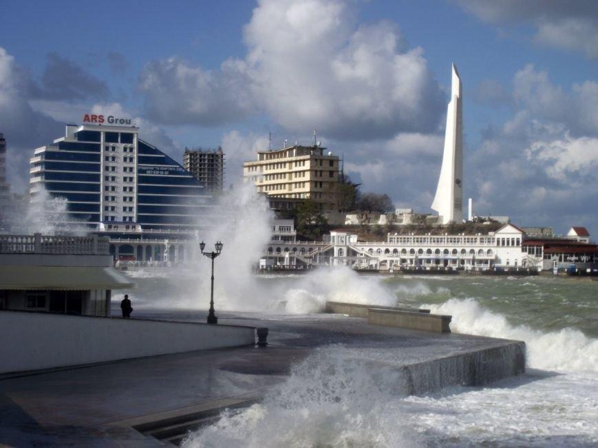 Непогода разошлась не на шутку: В Крыму ветром сорваны крыши, городские улицы тонут (ФОТО, ВИДЕО), фото-13