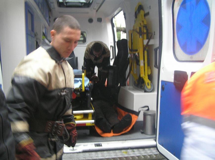 Кременчугские спасатели вытаскивали мужчину из ямы в подвале (ФОТО), фото-3