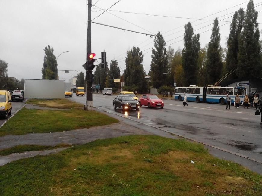 В Сумах из-за ветра упал билборд и задел машину (ФОТО), фото-4