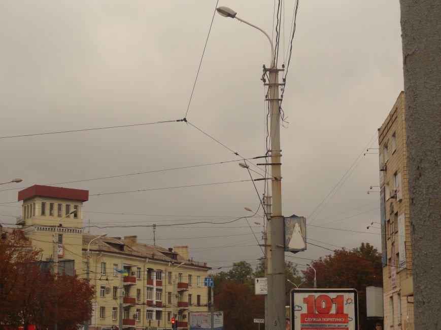 Ураган сорвал флаги, украшавшие центральные проспекты Мариуполя (ФОТОРЕПОРТАЖ), фото-3