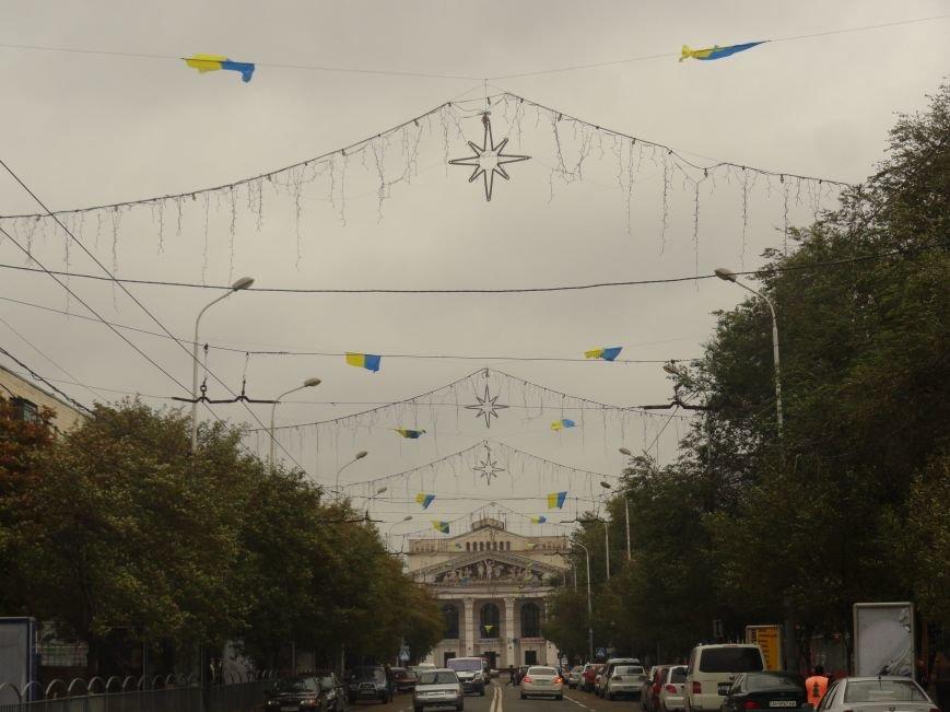 Ураган сорвал флаги, украшавшие центральные проспекты Мариуполя (ФОТОРЕПОРТАЖ), фото-10