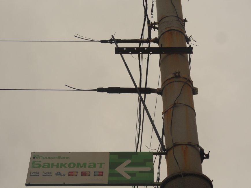 Ураган сорвал флаги, украшавшие центральные проспекты Мариуполя (ФОТОРЕПОРТАЖ), фото-1