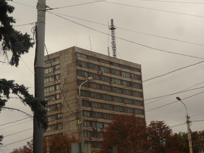 Ураган сорвал флаги, украшавшие центральные проспекты Мариуполя (ФОТОРЕПОРТАЖ), фото-9