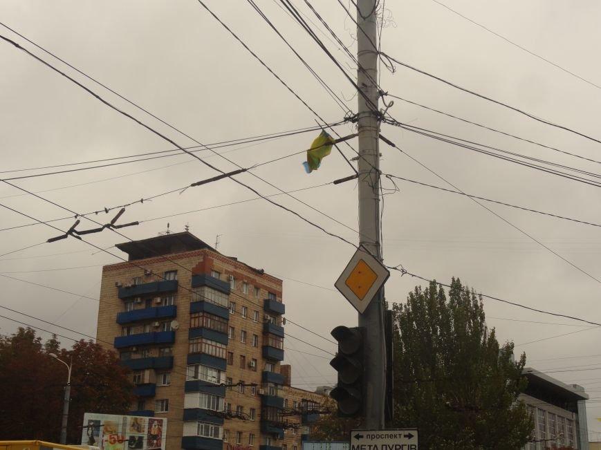 Ураган сорвал флаги, украшавшие центральные проспекты Мариуполя (ФОТОРЕПОРТАЖ), фото-4