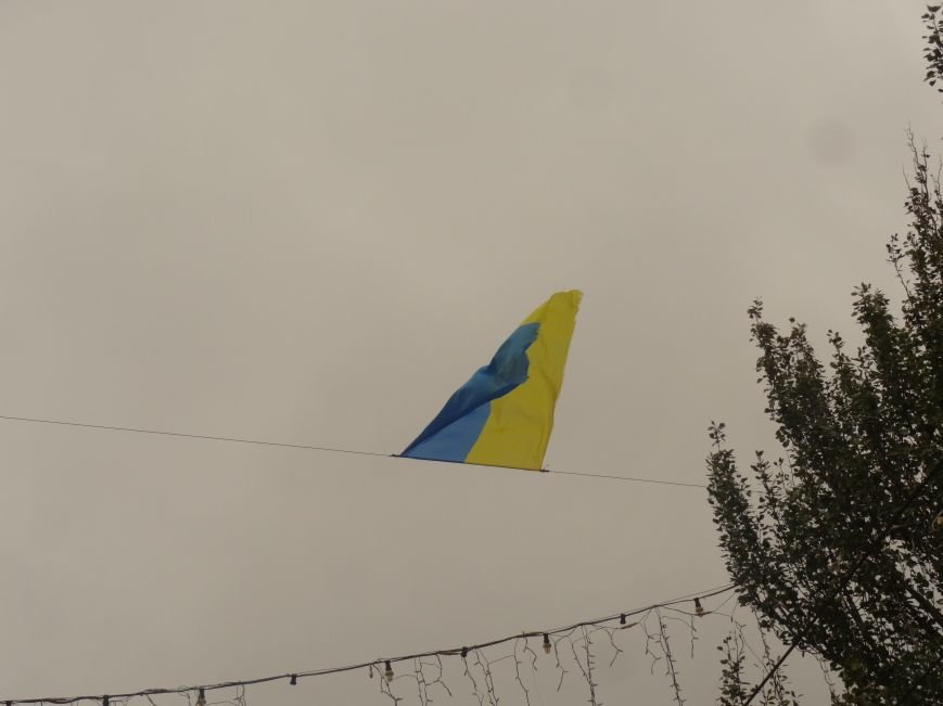 Ураган сорвал флаги, украшавшие центральные проспекты Мариуполя (ФОТОРЕПОРТАЖ), фото-7