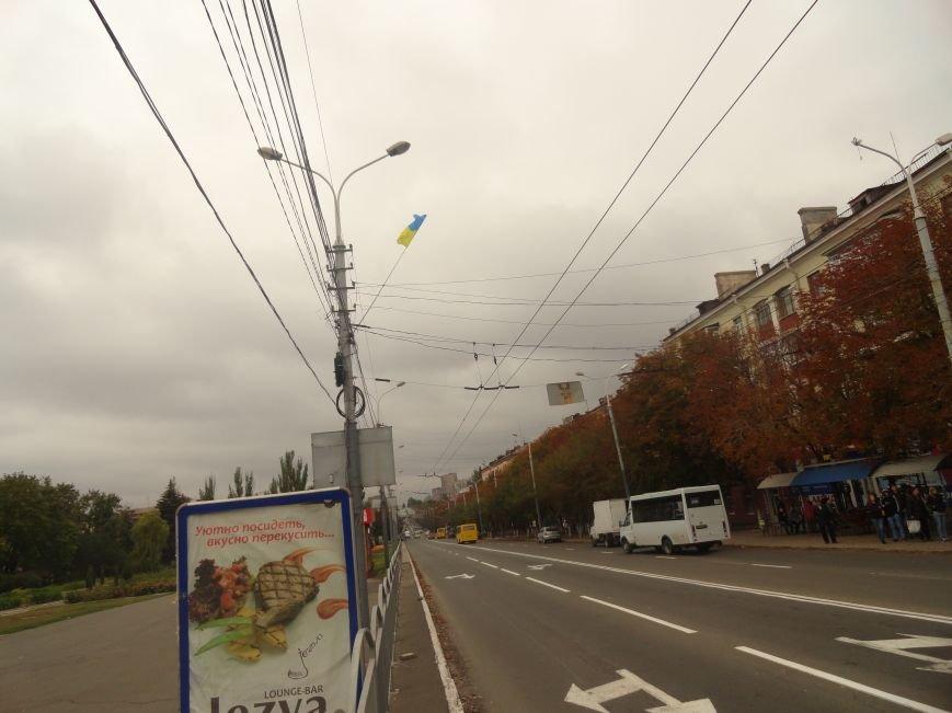 Ураган сорвал флаги, украшавшие центральные проспекты Мариуполя (ФОТОРЕПОРТАЖ), фото-2