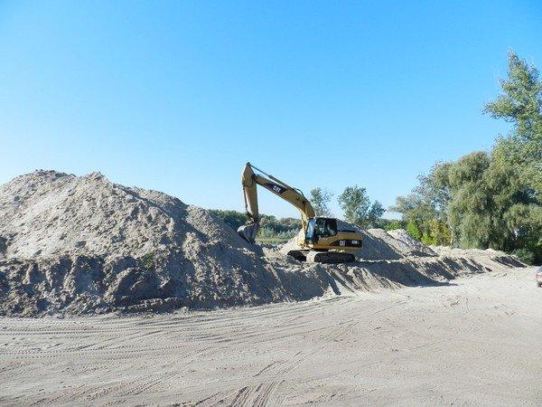 На ж/м Парус незаконно добывают песок? (ФОТО), фото-1