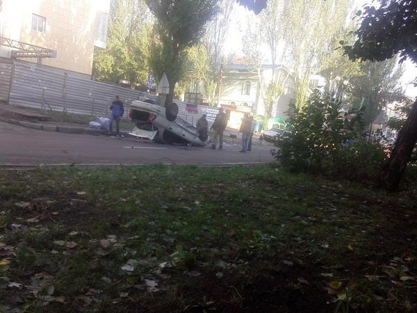 В центре Донецка утром перевернулась машина (ФОТОФАКТ), фото-1