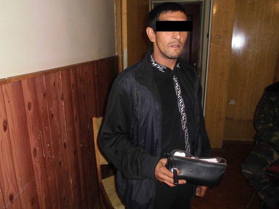 Житель Запорожской области украл борсетку у жителя Днепропетровщины, фото-3