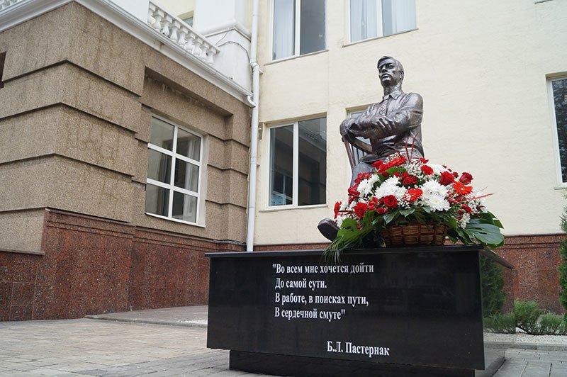 В Белгороде появился памятник Борису Пастернаку (фото) - фото 1