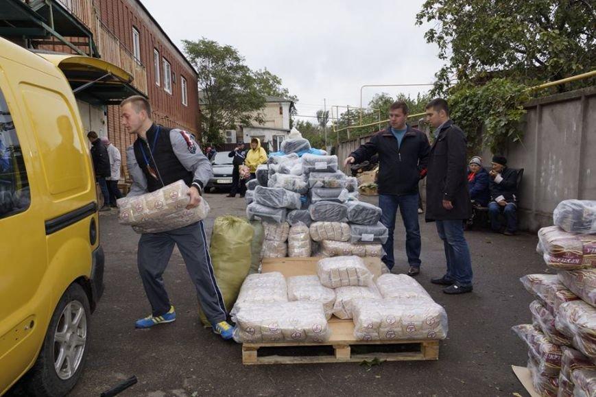 В Мариуполь привезли 2 тонны еды для переселенцев (ФОТО), фото-1