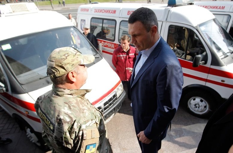 Киев передал бойцам АТО 10 машин скорой помощи (ФОТО), фото-3