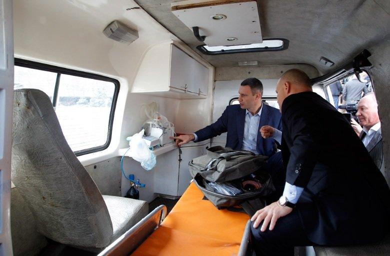 Киев передал бойцам АТО 10 машин скорой помощи (ФОТО), фото-2