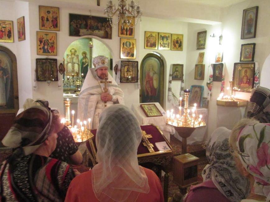 Верующие мариупольцы празднуют Воздвижение животворящего креста Господня, фото-2