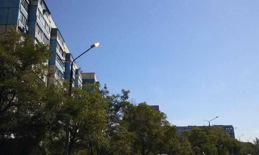 В Днепродзержинске уличные фонари продолжают гореть ясным днём, фото-2