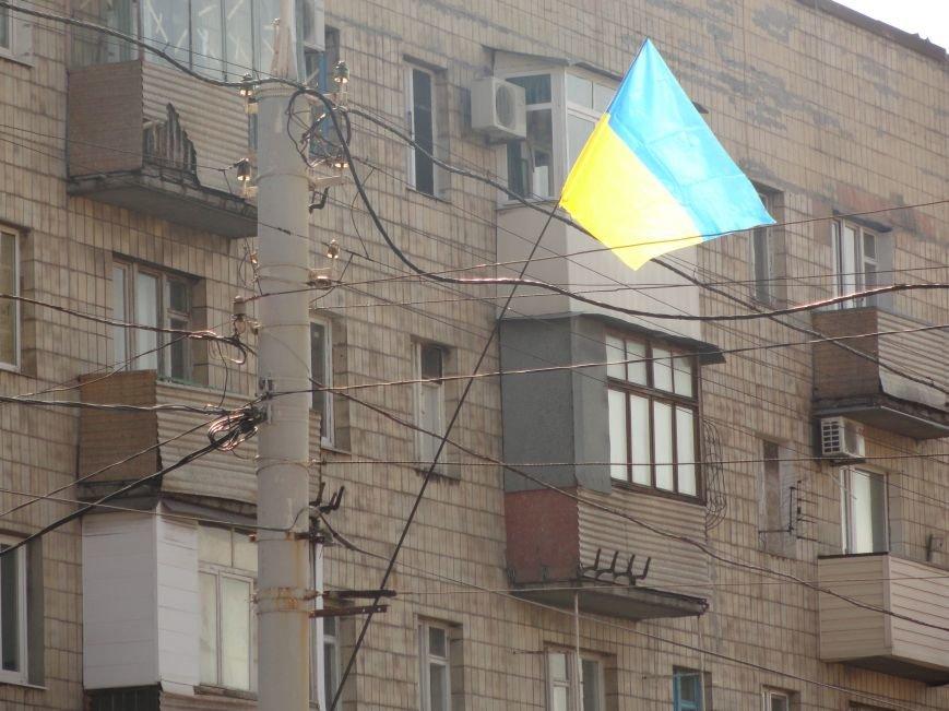 На проспект Металлургов в Мариуполе вернулись флаги Украины (ФОТОРЕПОРТАЖ), фото-5