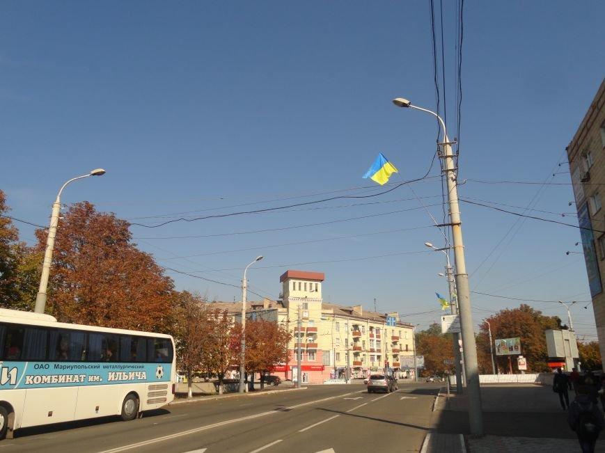 На проспект Металлургов в Мариуполе вернулись флаги Украины (ФОТОРЕПОРТАЖ), фото-6