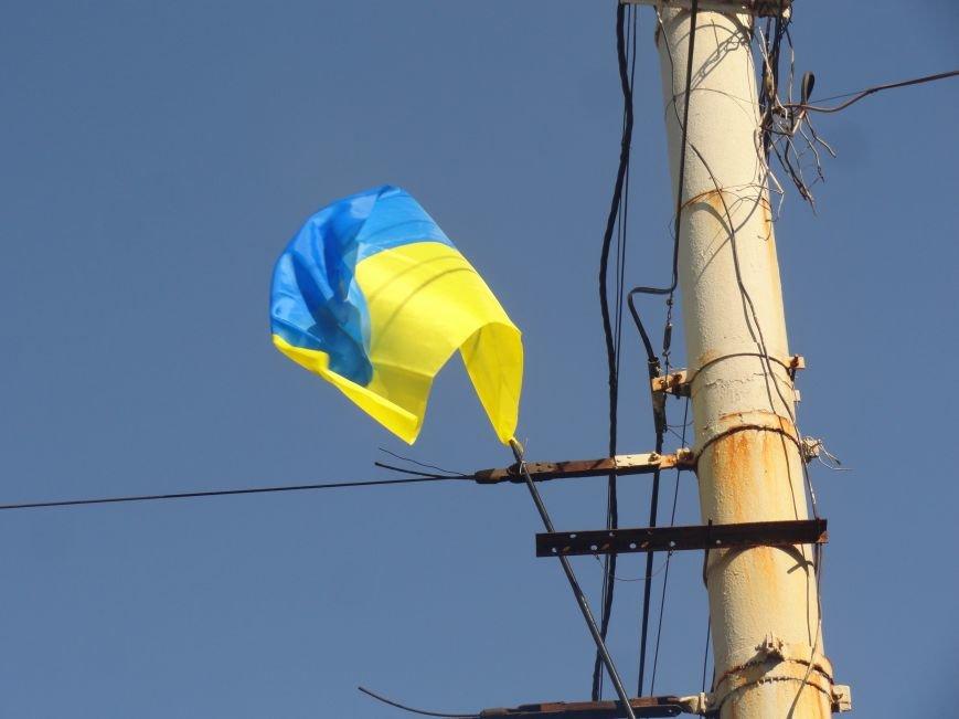 На проспект Металлургов в Мариуполе вернулись флаги Украины (ФОТОРЕПОРТАЖ), фото-3