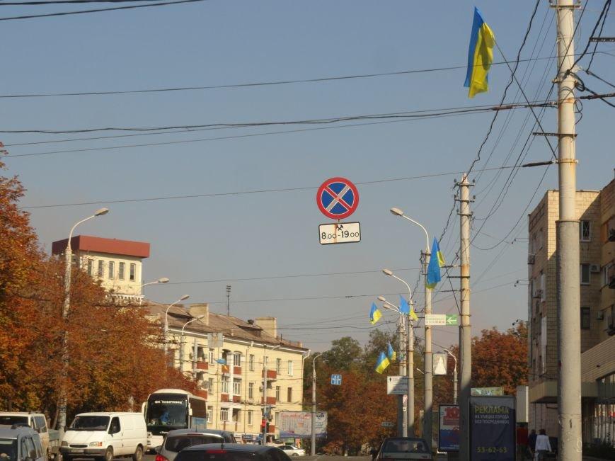 На проспект Металлургов в Мариуполе вернулись флаги Украины (ФОТОРЕПОРТАЖ), фото-2