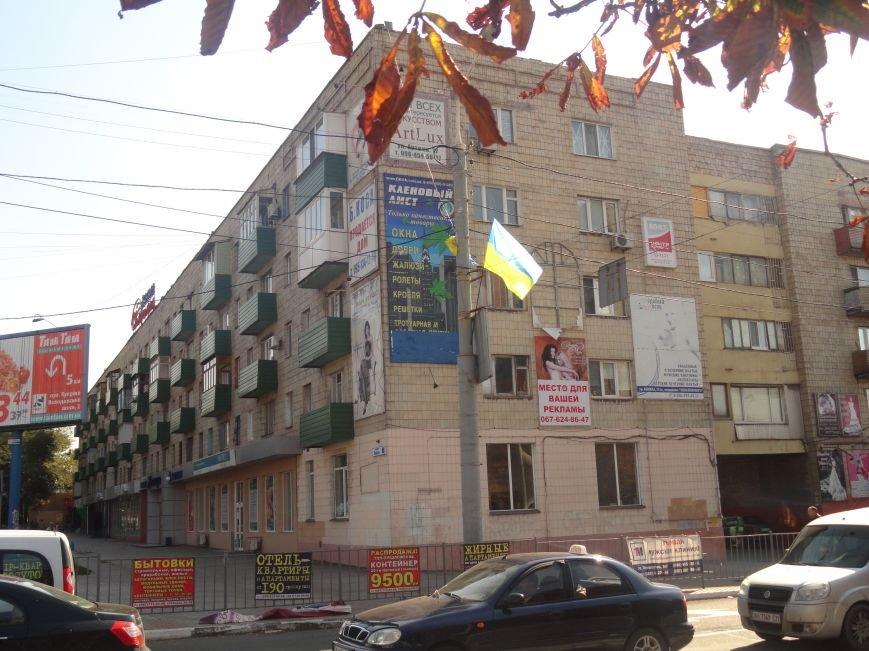На проспект Металлургов в Мариуполе вернулись флаги Украины (ФОТОРЕПОРТАЖ), фото-4