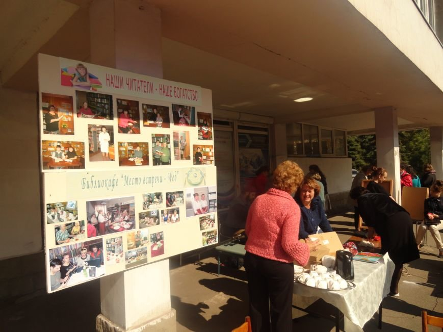 В центре Мариуполя на улице делали прически, читали книги и занимались квиллингом (ФОТОРЕПОРТАЖ), фото-3