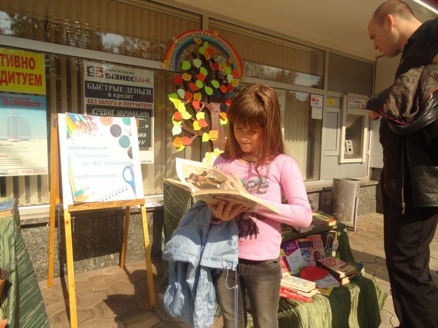 В центре Мариуполя на улице делали прически, читали книги и занимались квиллингом (ФОТОРЕПОРТАЖ), фото-5