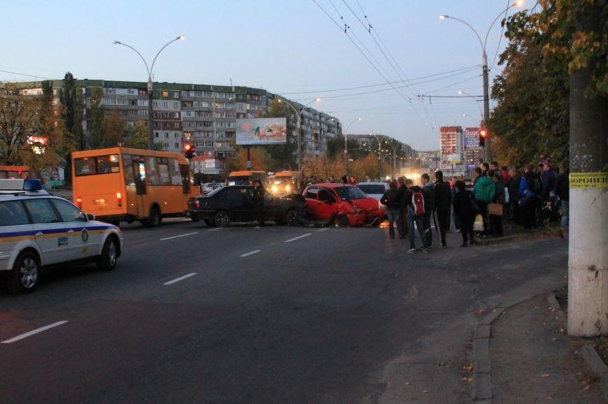 Подрезал и скрылся: В Сумах на проспекте Лушпы крупная авария. Три пострадавших (ФОТО+ВИДЕО), фото-1
