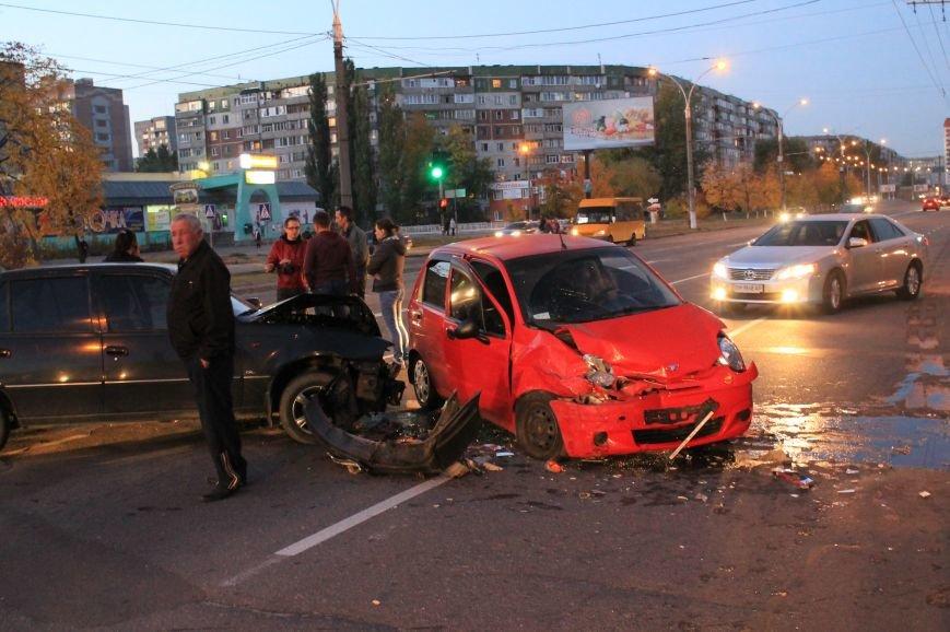 Подрезал и скрылся: В Сумах на проспекте Лушпы крупная авария. Три пострадавших (ФОТО+ВИДЕО), фото-2