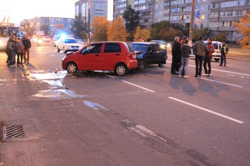 Подрезал и скрылся: В Сумах на проспекте Лушпы крупная авария. Три пострадавших (ФОТО+ВИДЕО), фото-3