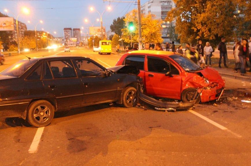 Подрезал и скрылся: В Сумах на проспекте Лушпы крупная авария. Три пострадавших (ФОТО+ВИДЕО), фото-6