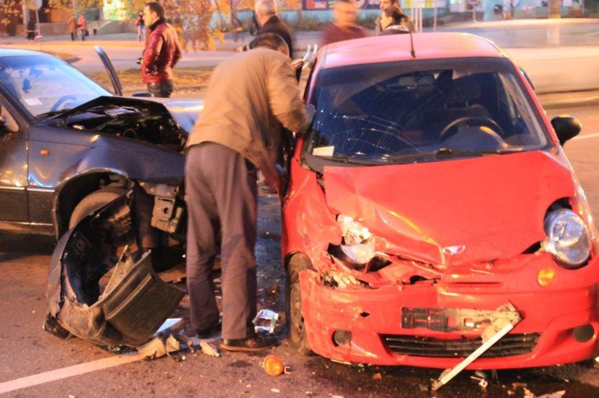Подрезал и скрылся: В Сумах на проспекте Лушпы крупная авария. Три пострадавших (ФОТО+ВИДЕО), фото-4