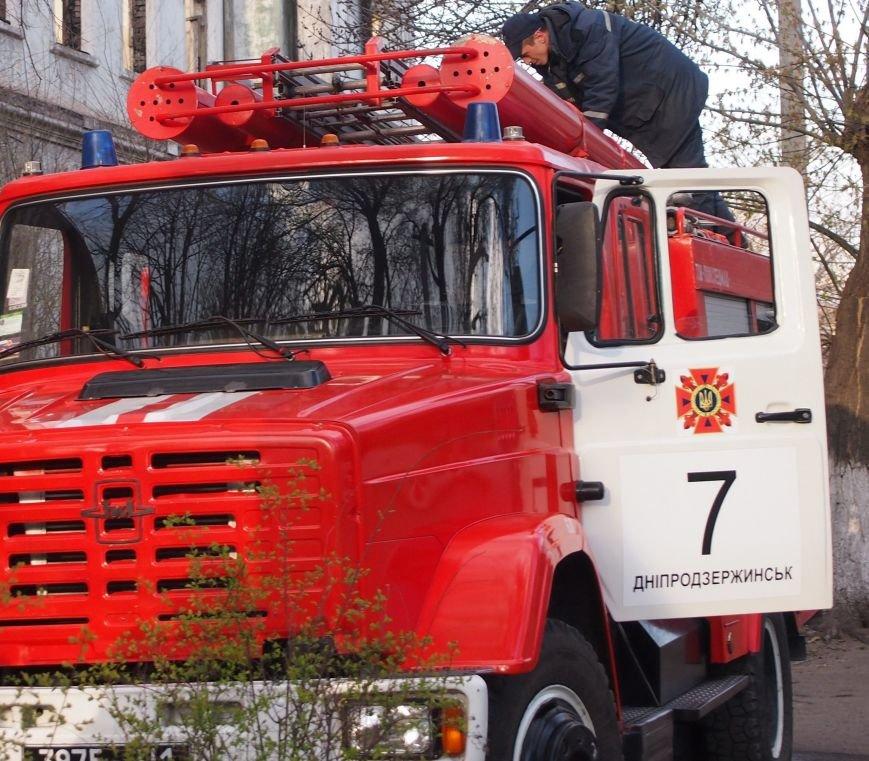 В Днепродзержинске во время пожара в пятиэтажном доме спасли мужчину, фото-3