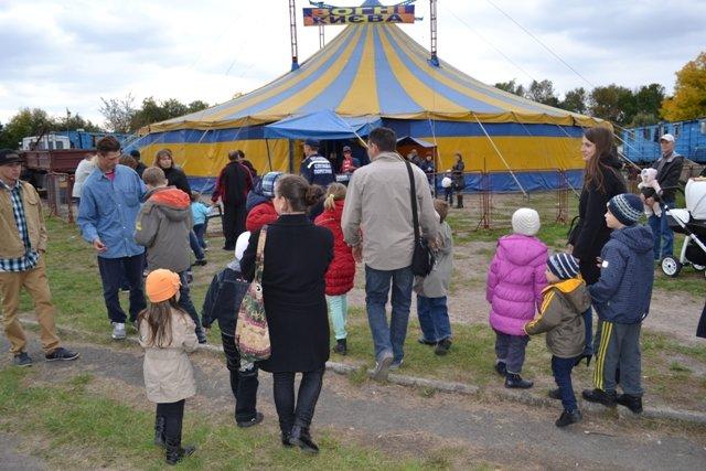 У Рівному діти зі східних областей відвідали цирк Шапіто «Вогні Києва» (Фото), фото-3