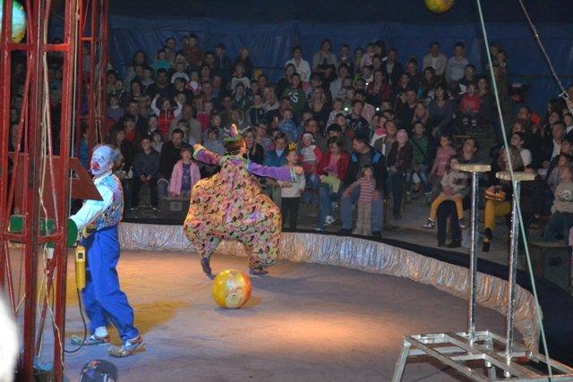 У Рівному діти зі східних областей відвідали цирк Шапіто «Вогні Києва» (Фото), фото-2
