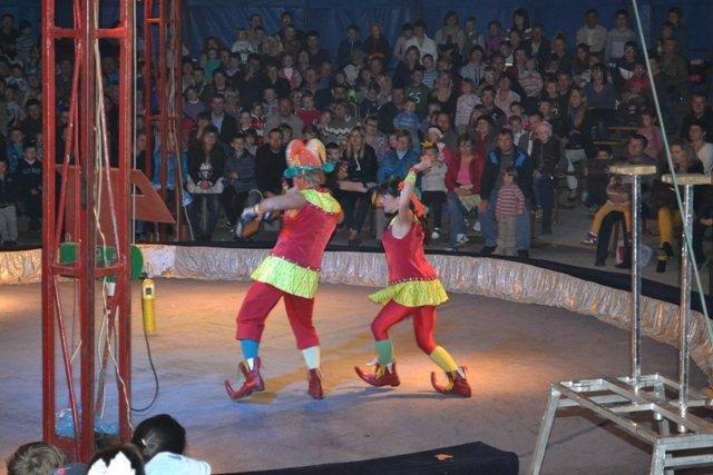 У Рівному діти зі східних областей відвідали цирк Шапіто «Вогні Києва» (Фото), фото-1