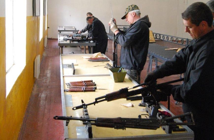 У Рівному активно ремонтують техніку для АТО (Фото), фото-1