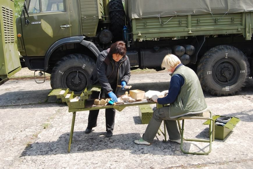 У Рівному активно ремонтують техніку для АТО (Фото), фото-3