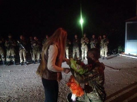 """В Мариуполе боец батальона """"Святая Мария"""" сделал предложение девушке-волонтеру (ФОТО), фото-1"""