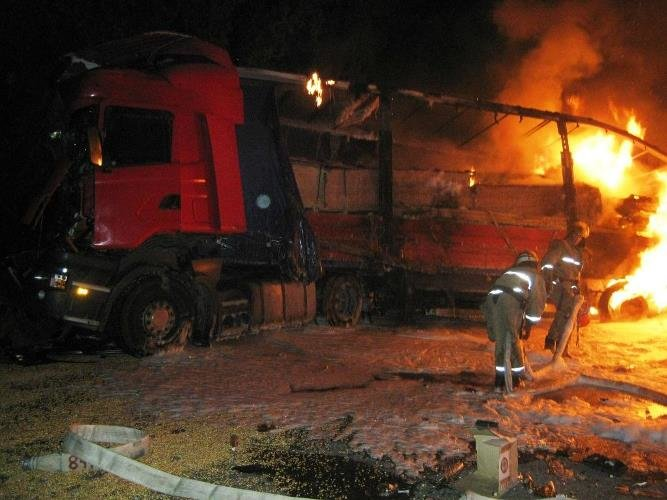 На Черкащині через ДТП згоріла фура із алкоголем (фото, відео), фото-1