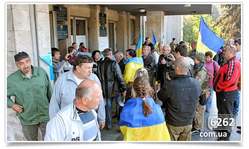 Славянск - начались волнения на площади. (фото) - фото 11