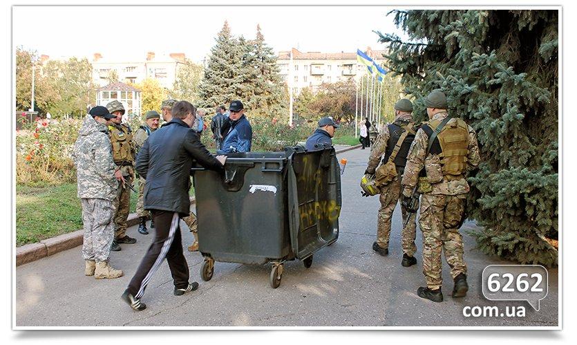 Славянск - начались волнения на площади. (фото) - фото 2