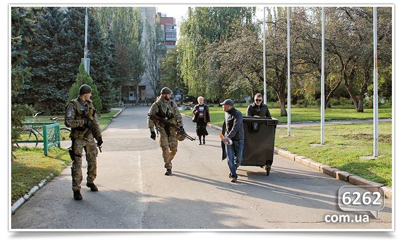 Славянск - начались волнения на площади. (фото) - фото 3