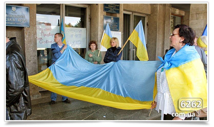 Славянск - начались волнения на площади. (фото) - фото 21
