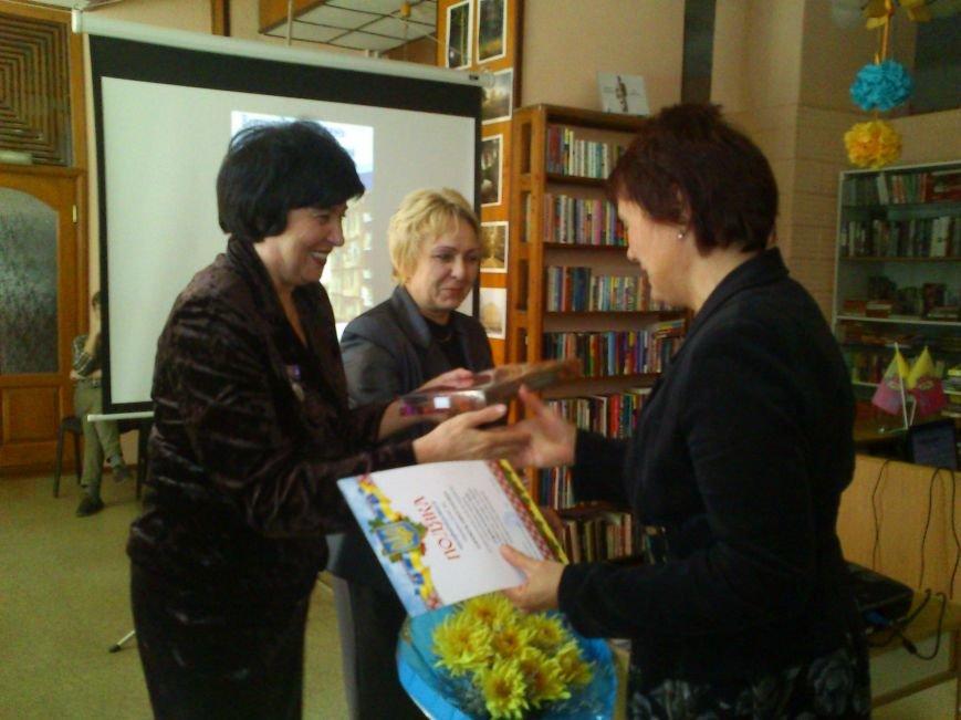 В Днепродзержинске состоялся флешмоб «Чтение ради мира», фото-2