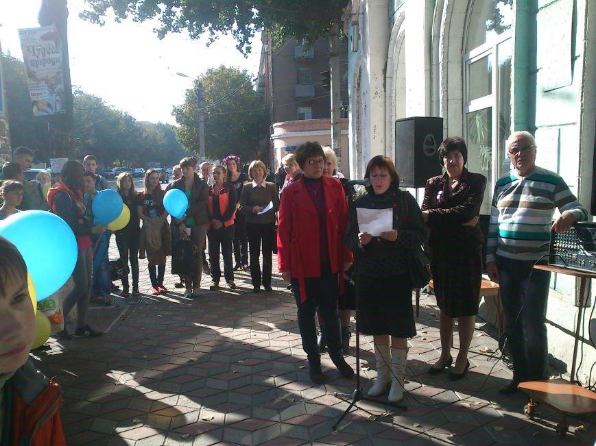 В Днепродзержинске состоялся флешмоб «Чтение ради мира», фото-8