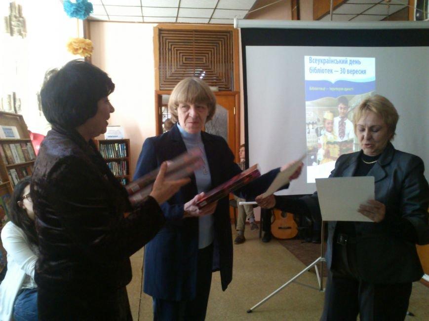 В Днепродзержинске состоялся флешмоб «Чтение ради мира», фото-3